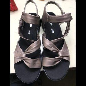 New women Clark strap sandals size 9.5 W